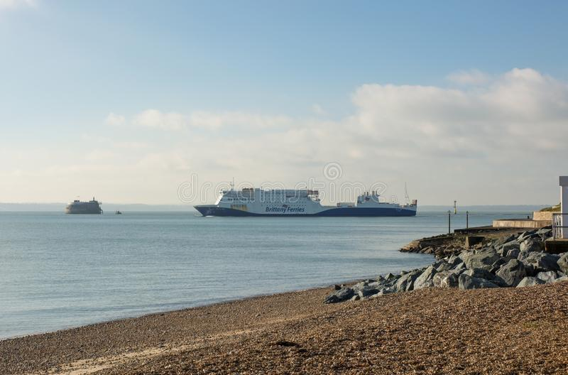 Brittany Ferries skepp som lämnar den Portsmouth hamnen, England royaltyfri bild