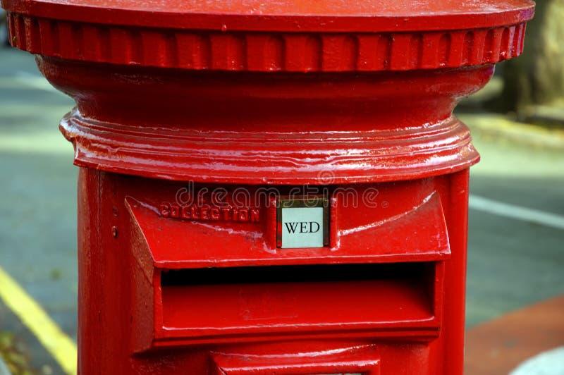 brittisk postbox royaltyfri bild