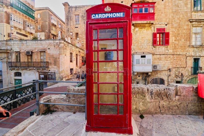 Brittiskt rött telefonbås i Malta royaltyfri bild