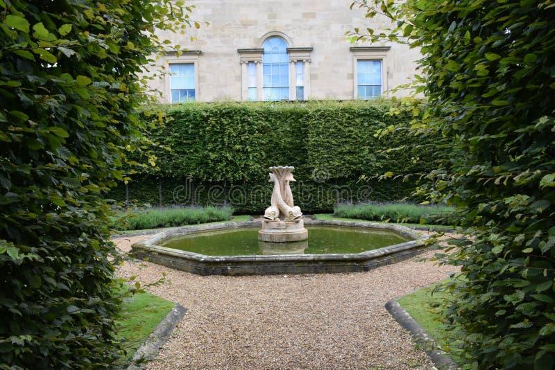 Brittträdgård på det Harewood huset, Leeds som är västra - yorkshire, UK royaltyfria foton
