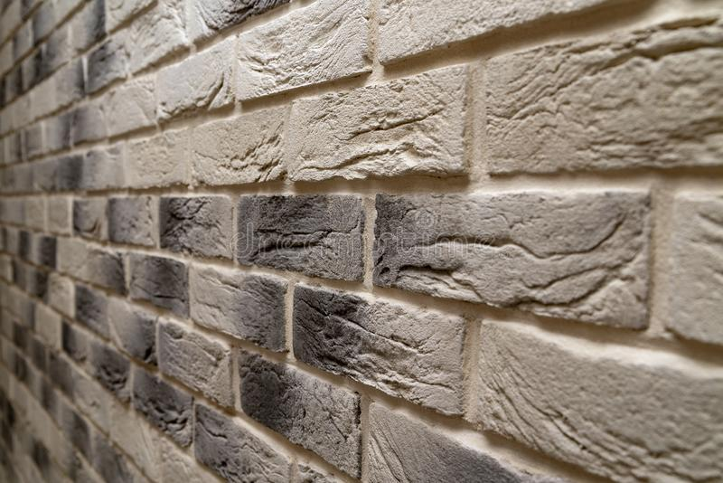 Briwall moderno com o tijolo claro decorativo Reparo e constru??o foto monocromática da parede das CK imagens de stock