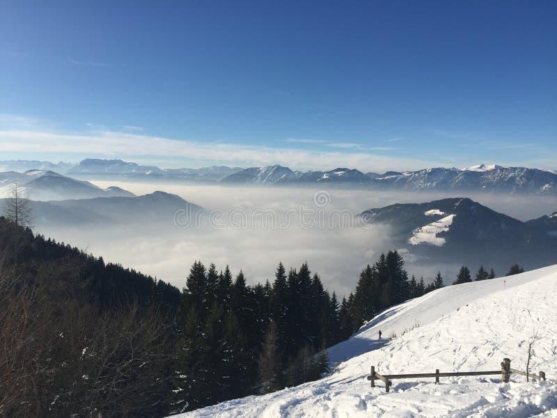 Brixen Im Thale - ski avec une vue photos stock