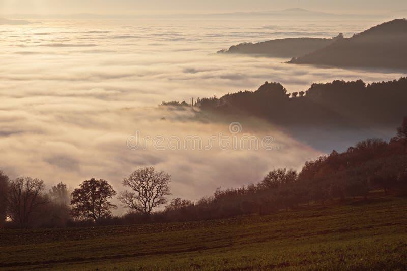 brixia που καλύπτει delle τη θάλασσα valle περιοχών επαρχιών messi της Ιταλίας Λομβαρδία ομίχλης στοκ φωτογραφίες με δικαίωμα ελεύθερης χρήσης