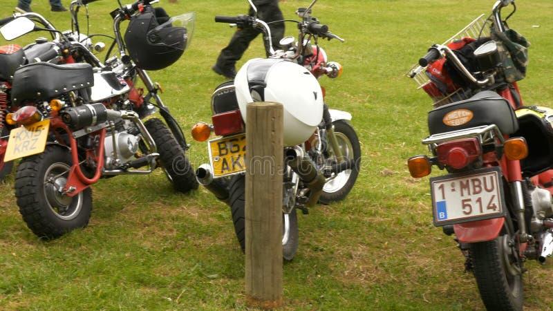 Brixworth, England, Großbritannien - 27. Mai: nicht identifizierte Minimotorradradfahrer in Brixworth-Nationalpark stock video footage