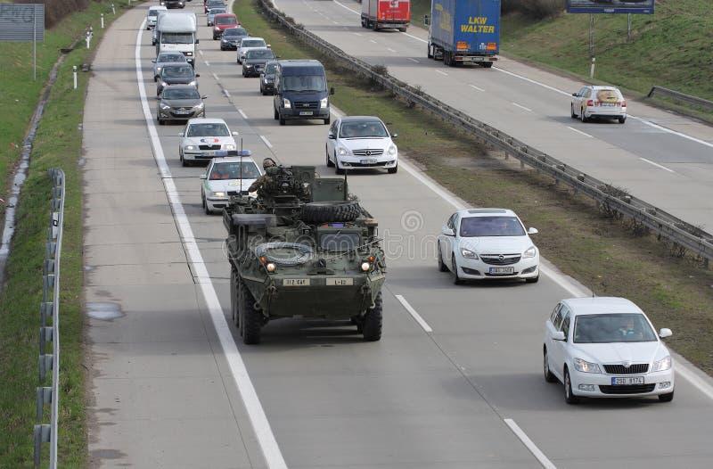 Brno, Checo República-marzo 30,2015: Paseo del Dragoon - convoy del Ejército de los EE. UU. imagen de archivo