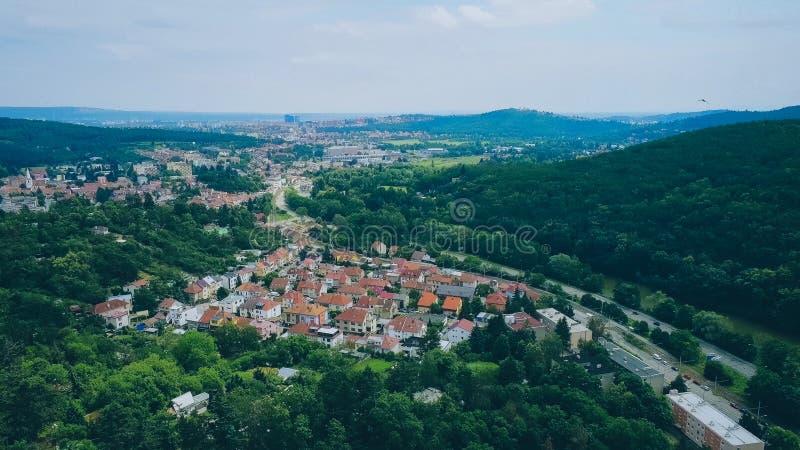 Brno-Komin het noordwestelijke district van Brno hierboven, Tsjechische Republiek royalty-vrije stock afbeeldingen