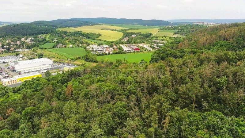 Brno-Komin het noordwestelijke district van Brno hierboven, Tsjechische Republiek stock foto's