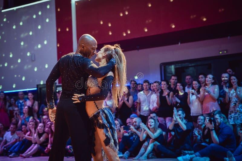 Brno, republika czech - Wrzesień 30th 2017: Brazylijski tana przedstawienie utalentowanymi tancerzami fotografia stock