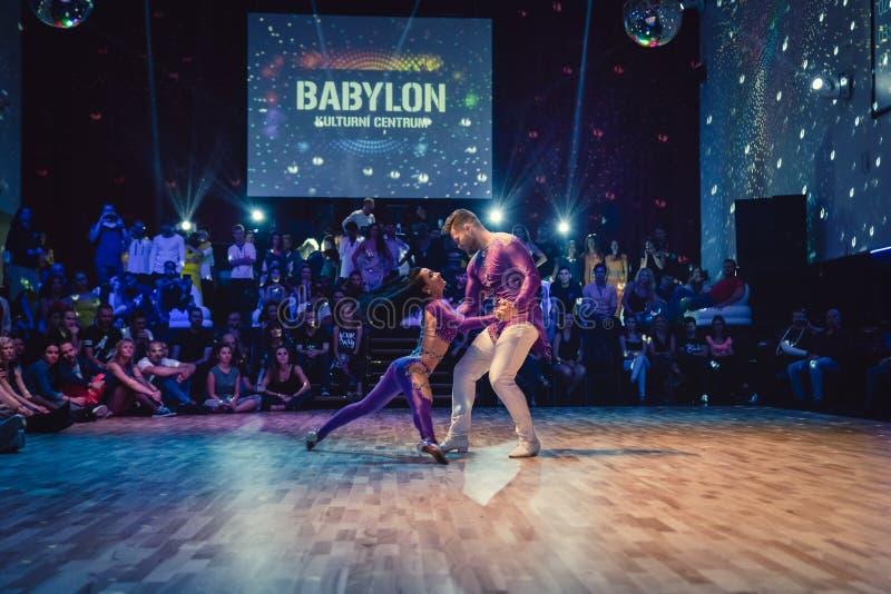 Brno, republika czech - Wrzesień 30th 2017: Brazylijski tana przedstawienie utalentowanymi tancerzami obraz royalty free