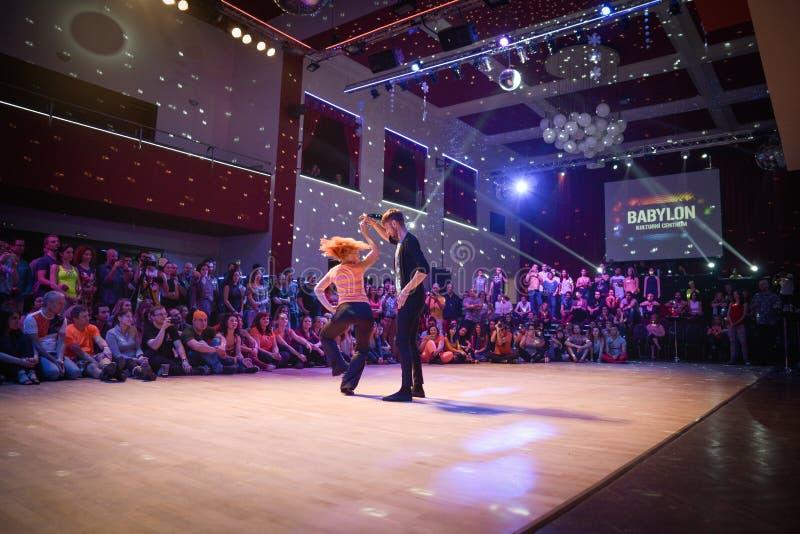 Brno, republika czech - Wrzesień 30th 2017: Brazylijski tana przedstawienie utalentowanymi tancerzami obraz stock