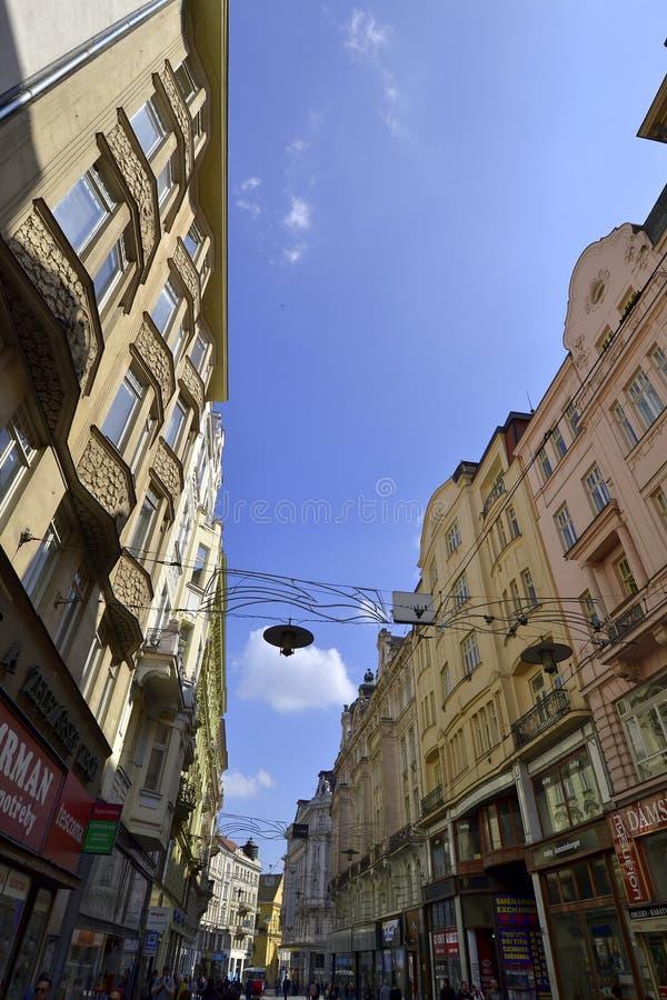 Brno stad, mening op Tsjechische centrumstraat, royalty-vrije stock afbeelding
