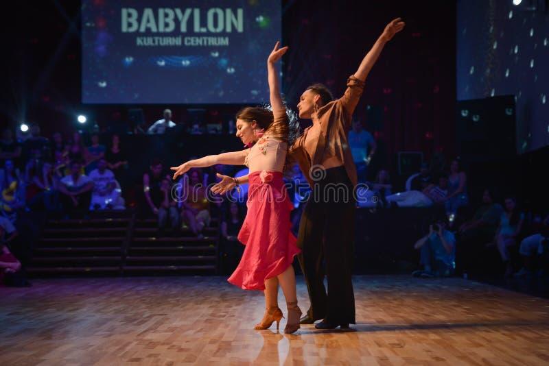 Brno Tjeckien - September 30th 2017: Brasiliansk dansshow av begåvade dansare arkivfoton