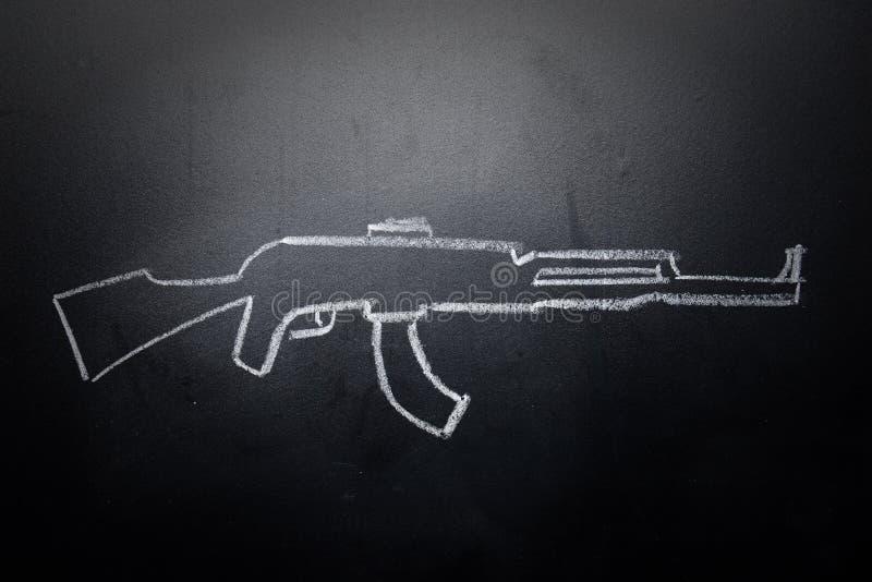 Broń remis wymazujący na blackboard - żadny przemoc pojęcie zdjęcie royalty free