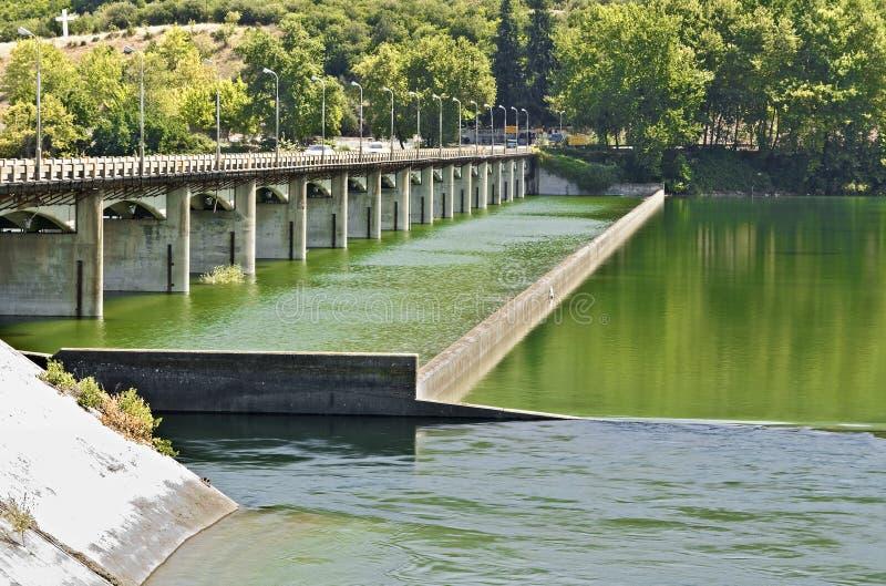 bro över floden royaltyfri foto