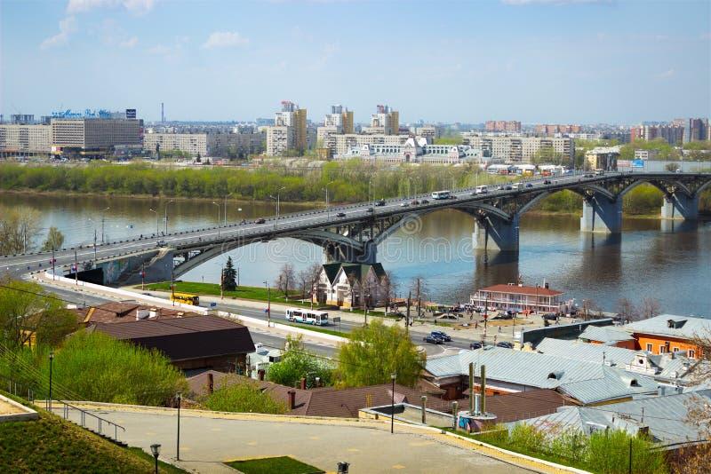 Bro över floden Oka, Nizhny Novgorod, Ryssland royaltyfri fotografi