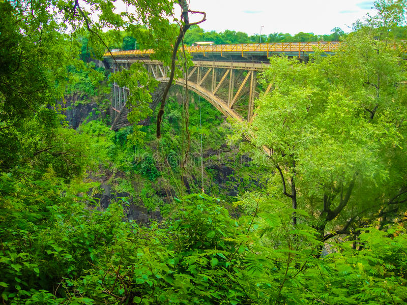 Bro över floden Zambezi arkivfoto