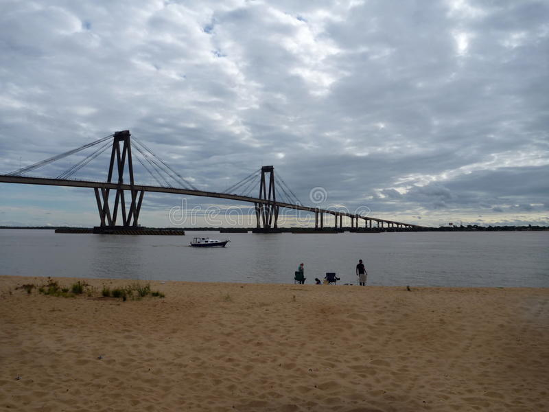 Bro över Parana River i corrientes i Argentina royaltyfria foton