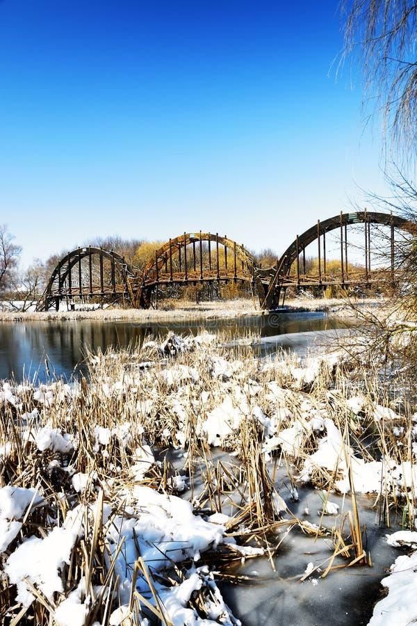 Bro över sjön Balaton, Ungern arkivbild