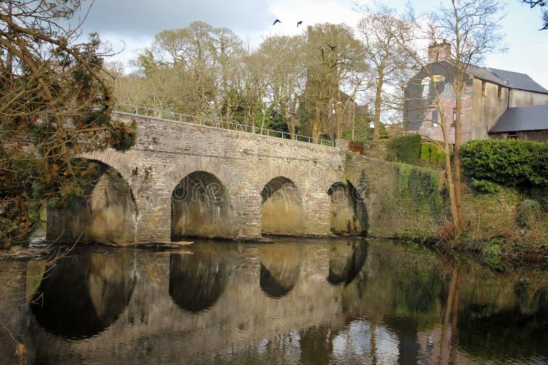Bro över Sullanen Macroom ireland royaltyfria foton
