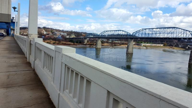bro över vatten arkivbilder