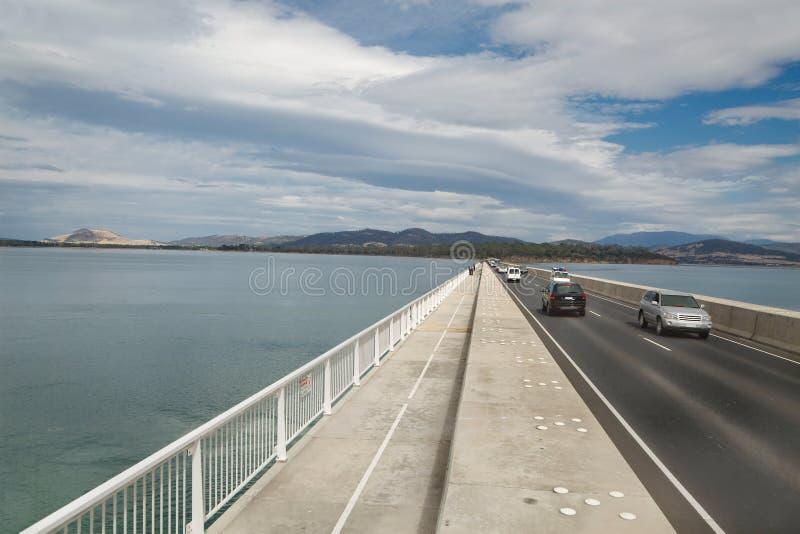 Bro över vattnet royaltyfri fotografi