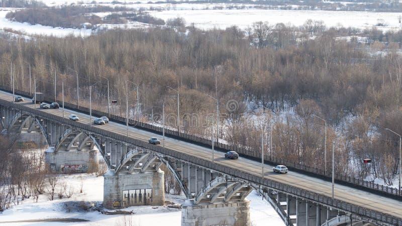 Bro över Volgaet River, Ryssland arkivfoton