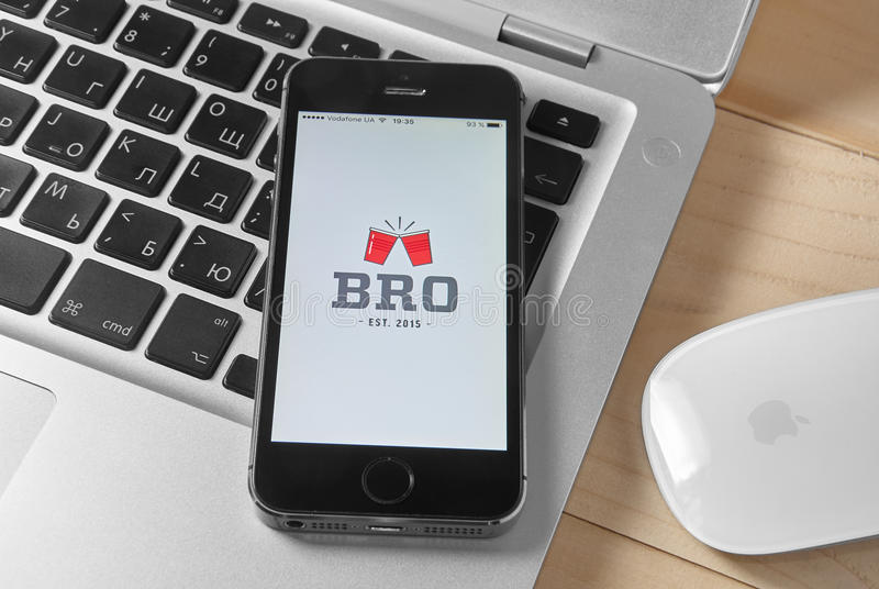 BRO APP sur l'iPhone 5s photographie stock