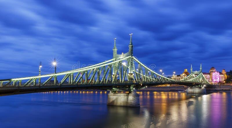 Bro av frihet i Budapest arkivfoton