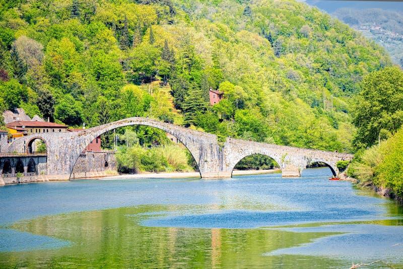 Bro av jäkeln, Ponte della Maddalena, Garfagnana, Lucca arkivfoton