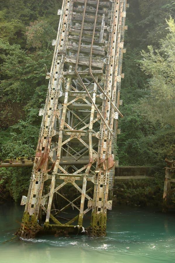 bro bruten stång arkivfoto