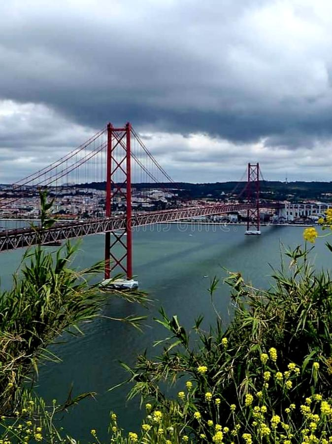 bro de för 25 abril arkivbild