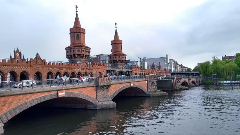 Bro för östlig sida i Berlin arkivfoton