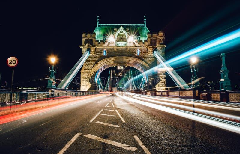 Bro för belysningtorn royaltyfri foto