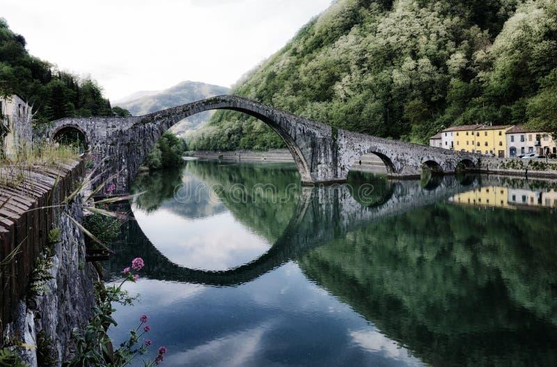 Bro för jäkel` s, Tuscany arkivfoton