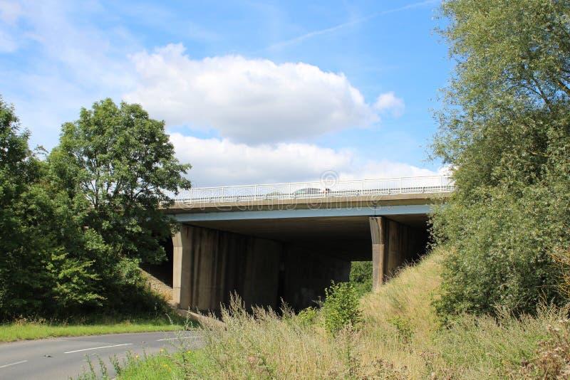 Bro för motorway M1 över lång gränd arkivfoto