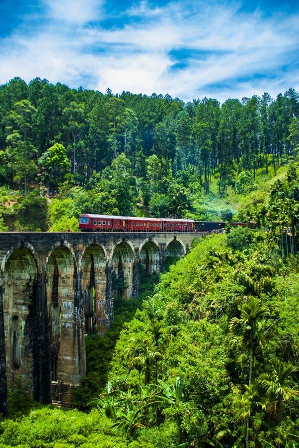Bro för nio båge i Ella i Sri Lanka royaltyfri foto