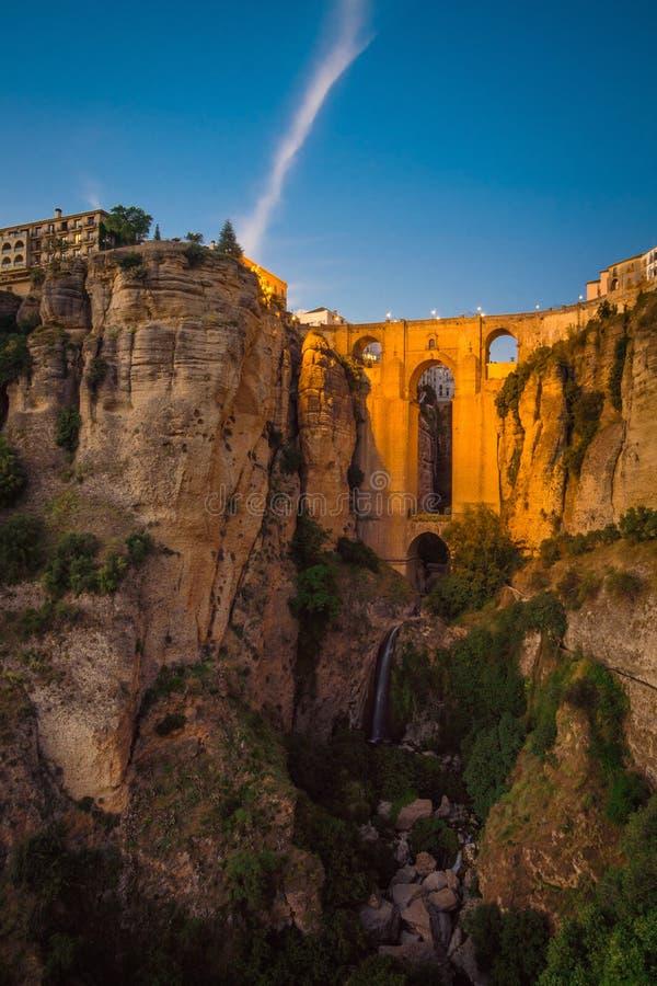Bro för Spanien Andalusia brosolnedgång i Ronda Sunset royaltyfria foton