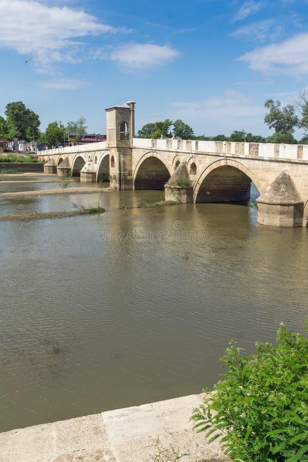 Bro från period av ottomanvälde över den Tunca floden i stad av Edirne, östliga Thrace, Turkiet royaltyfri fotografi