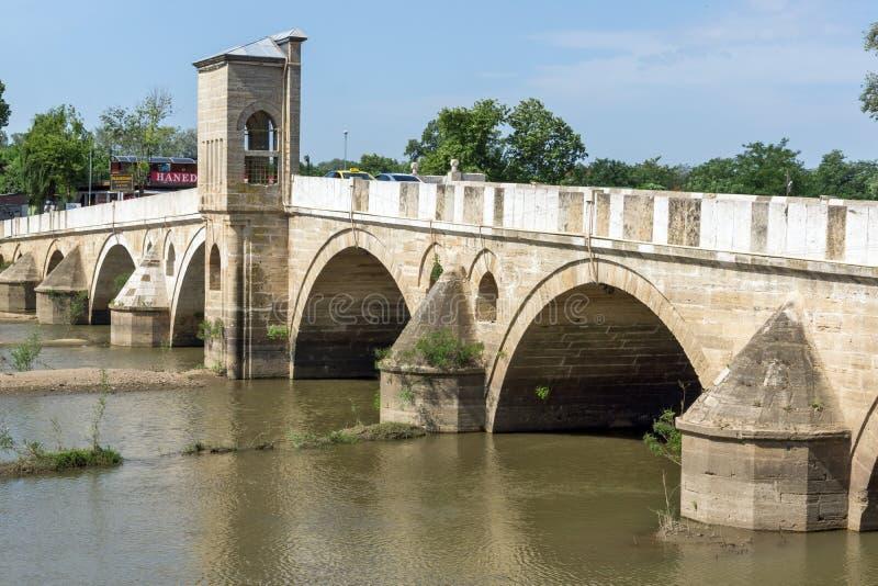 Bro från period av ottomanvälde över den Tunca floden i stad av Edirne, östliga Thrace, Turkiet fotografering för bildbyråer
