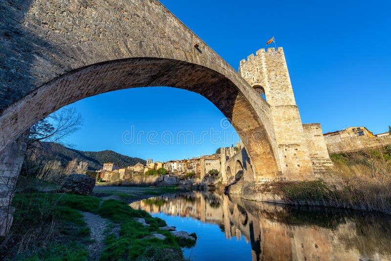 Bro i Besalu, Spanien royaltyfri bild