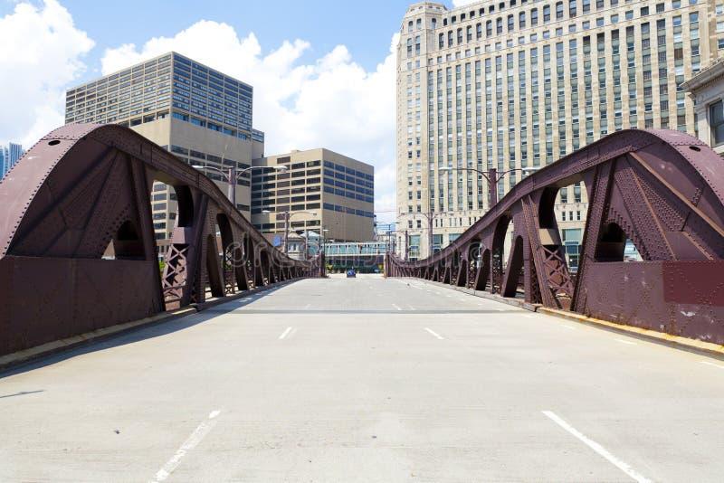 Bro i den i stadens centrum staden royaltyfri fotografi