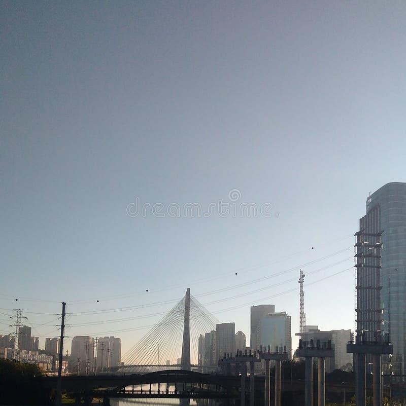 Bro i den São Paulo staden arkivbild