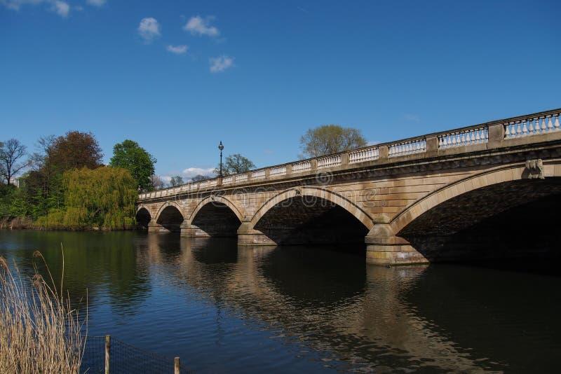Bro i Hyde Park arkivbilder
