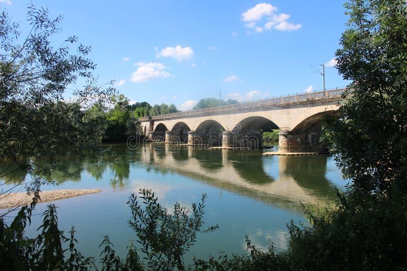 Bro i Juraen, Frankrike royaltyfri fotografi
