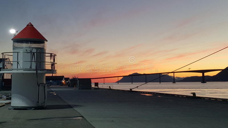 Bro i soluppgång royaltyfria bilder