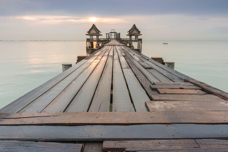 bro long över havet royaltyfri fotografi