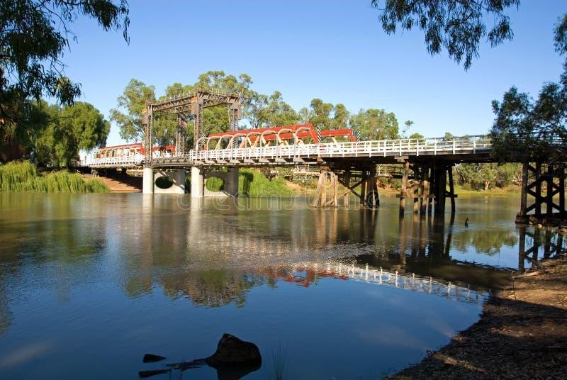 bro murray över floden arkivbilder