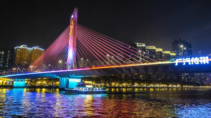 Bro ner staden Guangzhou, Kina royaltyfri bild