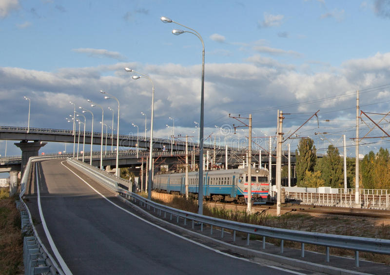 Bro och järnväg royaltyfri bild
