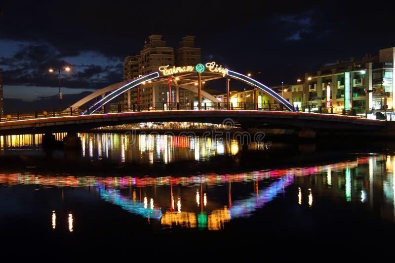 Bro och kanal royaltyfri fotografi